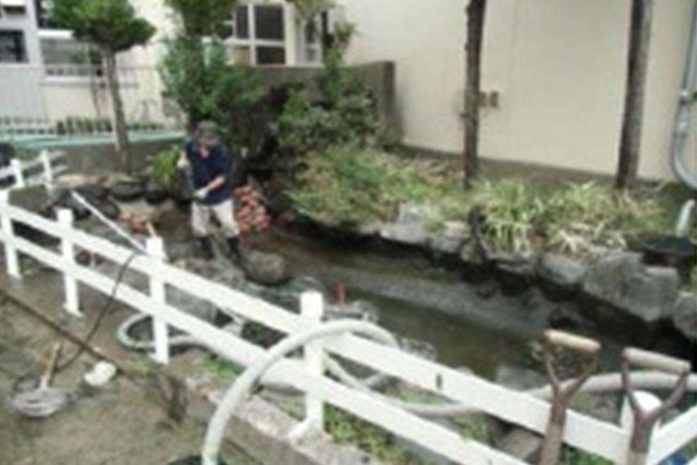 鑑賞池の水交換